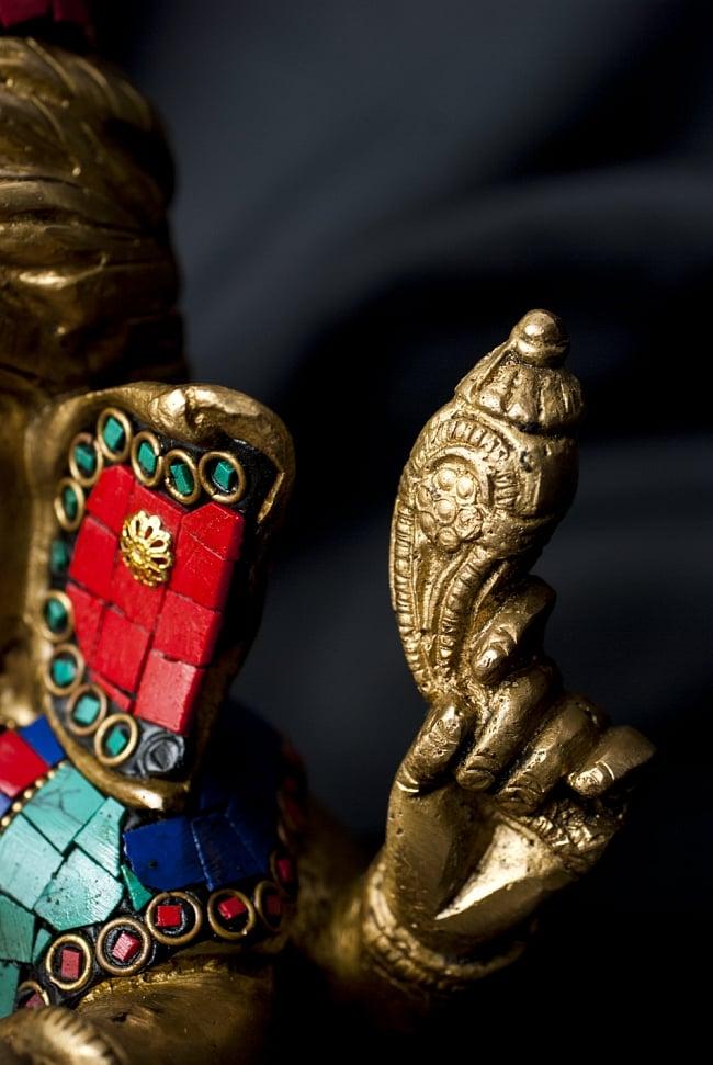 【一点もの】緑青石装飾のガネーシャ[高さ:19cm]の写真8 - 法具を手にしたガネーシャ