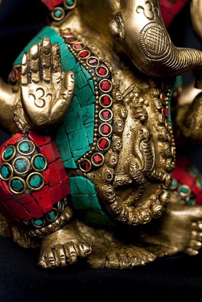 【一点もの】緑青石装飾のガネーシャ[高さ:20cm]の写真5 - 手のひらには神聖な文字が