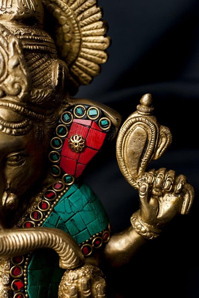【一点もの】緑青石装飾のガネーシャ[高さ:20cm]の写真7 - 法具を手にしたガネーシャ