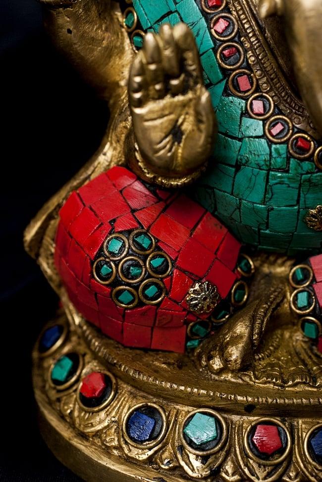【一点もの】緑青石装飾のガネーシャ[高さ:20.5cm]の写真5 - 石が埋め込まれており、美しい仕上がりです。