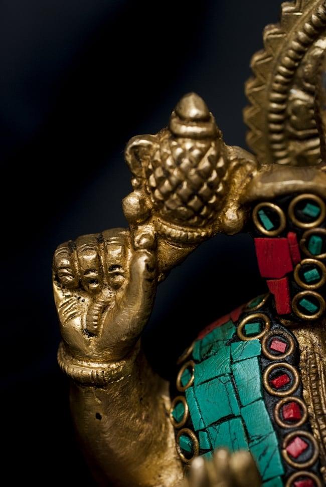 【一点もの】緑青石装飾のガネーシャ[高さ:20.5cm]の写真8 - 右手の様子です。