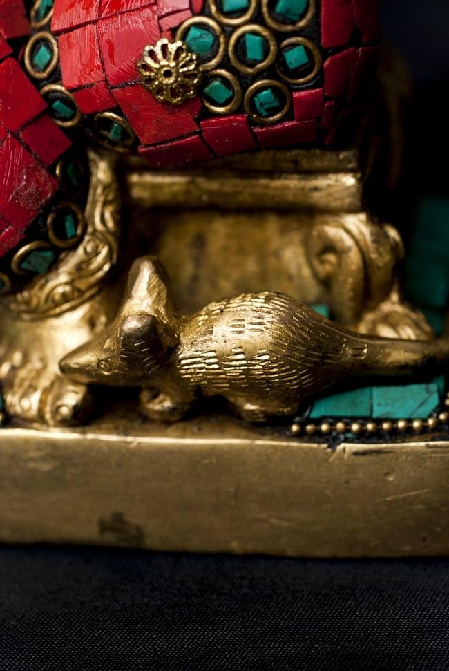 【一点もの】緑青石装飾のガネーシャ[高さ:20cm]の写真7 - 足元にはガネーシャの乗り物、ネズミがいます