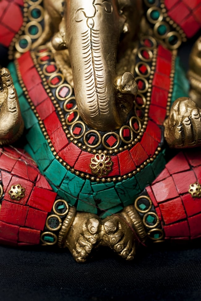 【一点もの】緑青石装飾のガネーシャ[高さ:12cm]の写真5 - 豊かな腹部の表現です。
