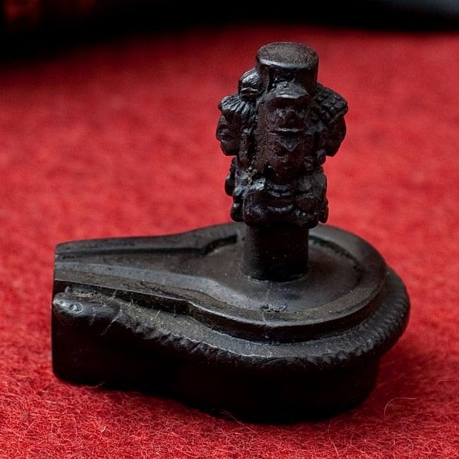 4面ムカリンガ像[6.2cm] 2 - 横からの写真です