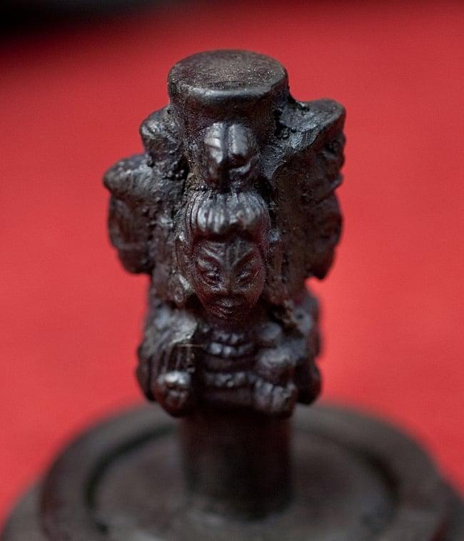 4面ムカリンガ像[6.2cm] 4 - 顔の部分を拡大してみました