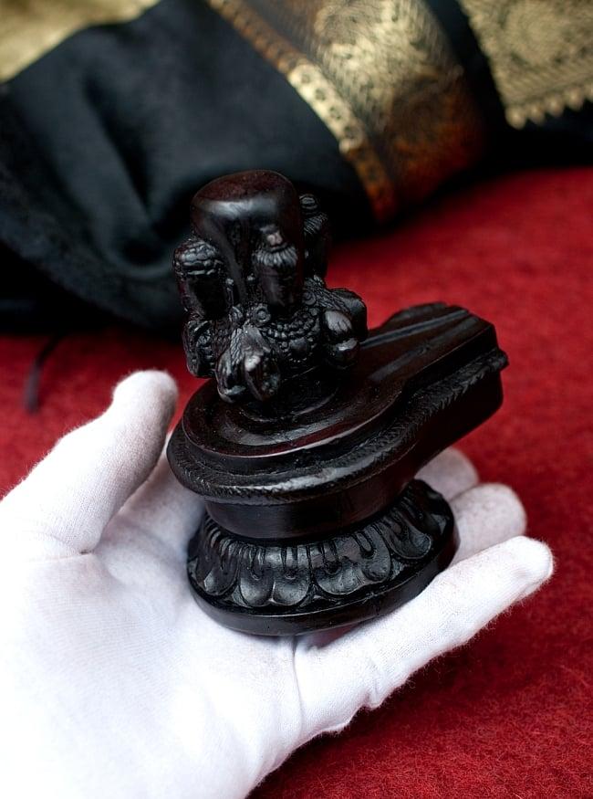 4面ムカリンガ像[10.8cm] 7 - このくらいのサイズ感になります。ずっしりとした重量感があります。