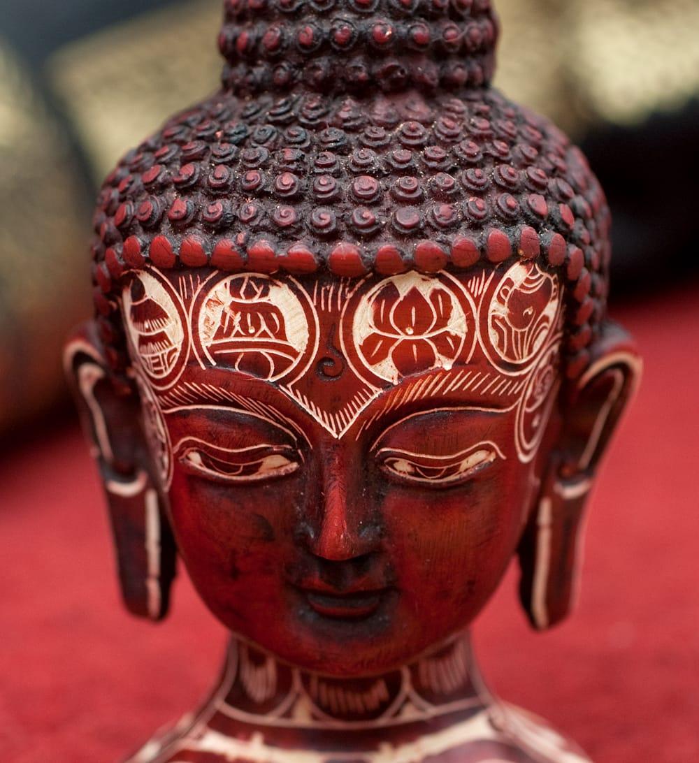 手彫り模様のブッダ・ヘッド[11.8cm] 4 - 顔の部分を拡大してみました