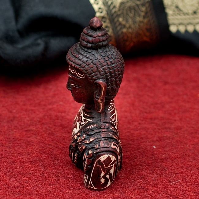 手彫り模様の半身ブッダ像[10cm] 2 - 横からの写真です