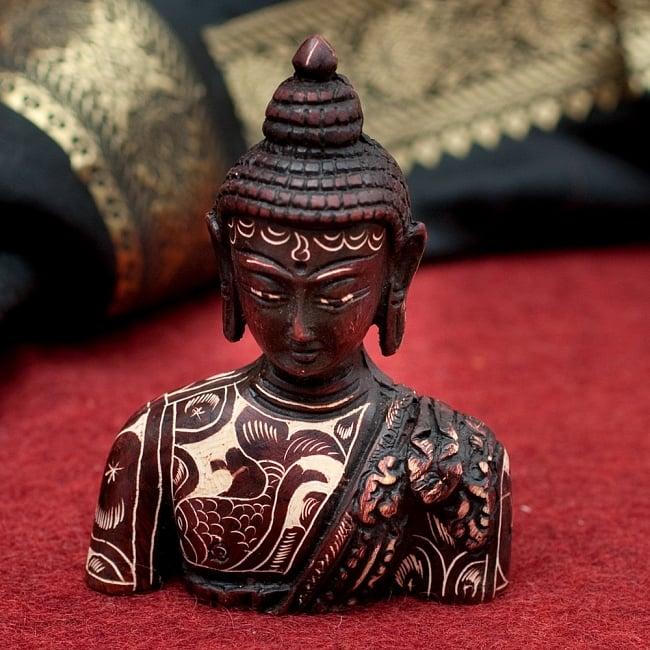 手彫り模様の半身ブッダ像[10cm]の写真