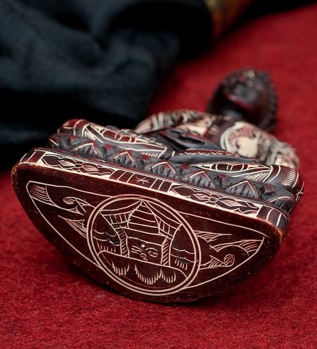 手彫り模様のブッダ像[16.3cm] 6 - 別の角度からの写真です