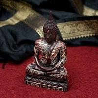 手彫り模様のブッダ像[16.3cm]の商品写真
