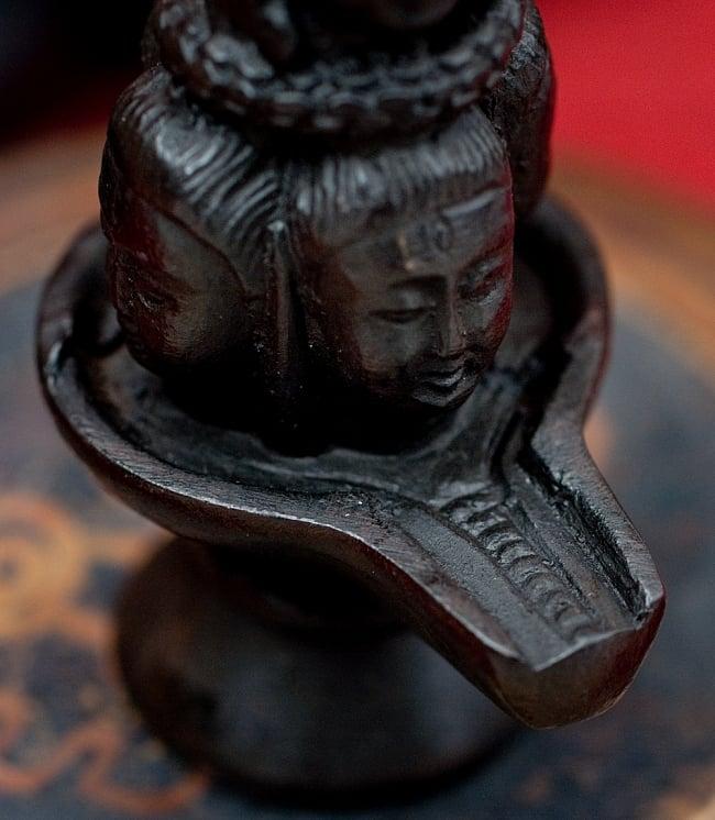 ナーガとシヴァリンガ像[9.1cm] 6 - 別の角度からの写真です