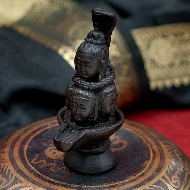 ナーガとシヴァリンガ像[9.1cm]の写真