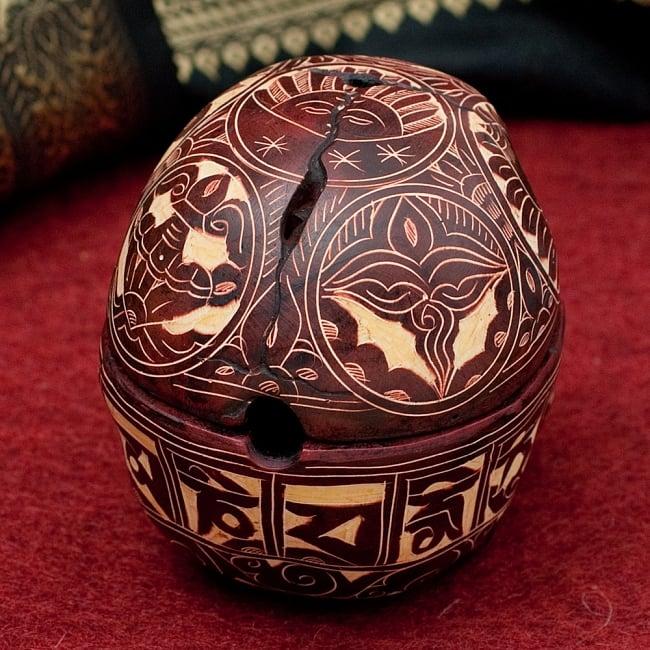 手彫り模様のスカル型灰皿&小物入れ 3 - 後ろからの写真です