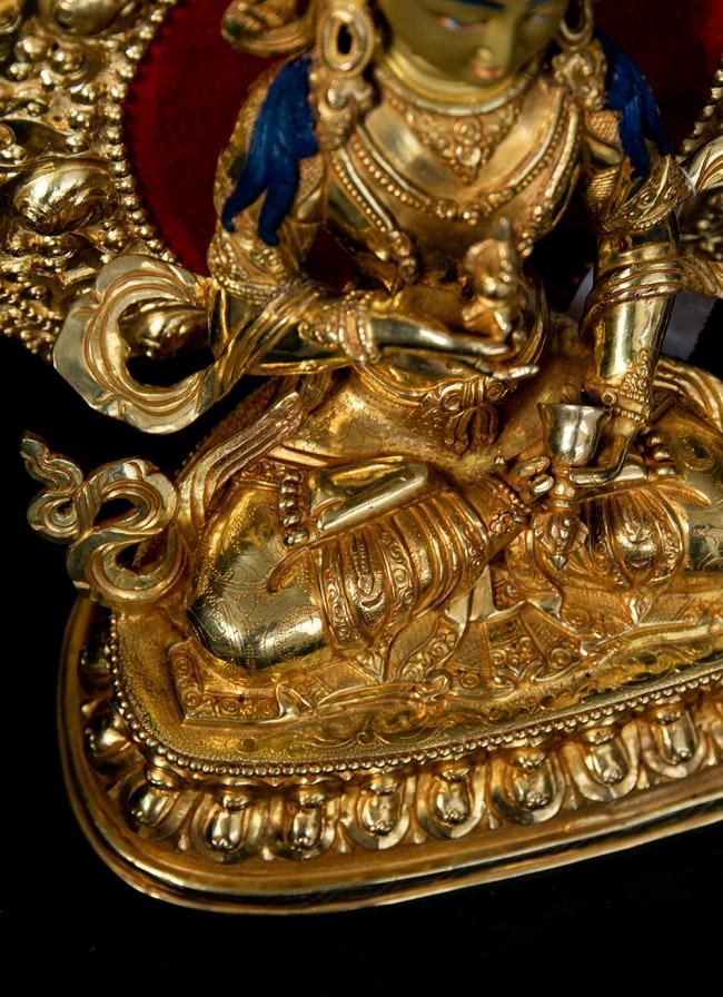 金剛薩た(ヴァジュラ・サットゥヴァ) 銅造鍍金仕上げ - 37cm 15 - 細かな装飾が全体に行き渡っており、ネパール仏師の心血の注いだ様子が見て取れます。