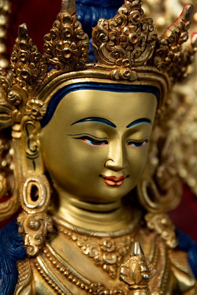 金剛薩た(ヴァジュラ・サットゥヴァ) 銅造鍍金仕上げ - 37cm 3 - 見る角度により異なった陰影を生じる美しい像です。