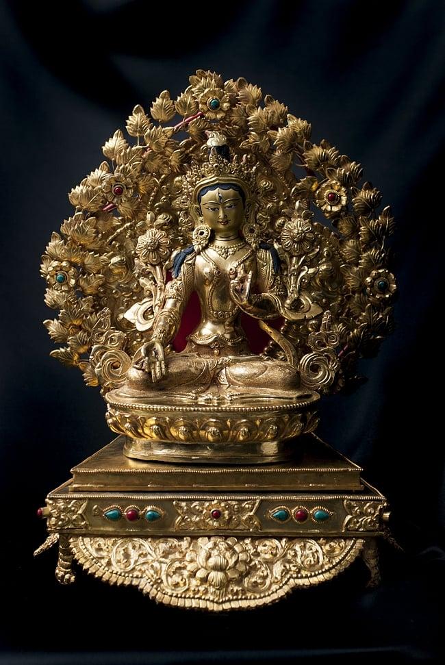 神像・仏像用台座  - 銅造鍍金仕上げ 12 - 白多羅菩薩(ホワイト・ターラー) 銅造鍍金仕上げ - 21.5cm(TI-RSDL-1362)を設置してみました。