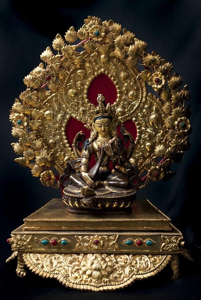 神像・仏像用台座  - 銅造鍍金仕上げ 14 - 弁財天(サラスヴァティ) 銅造鍍金仕上げ - 15cm(TI-RSDL-1368)を設置してみました。