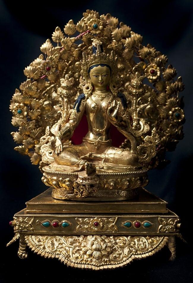 神像・仏像用台座  - 銅造鍍金仕上げ 15 - 緑多羅菩薩(グリーンターラー) 銅造鍍金仕上げ - 21.5cm(TI-RSDL-1367)を設置してみました。