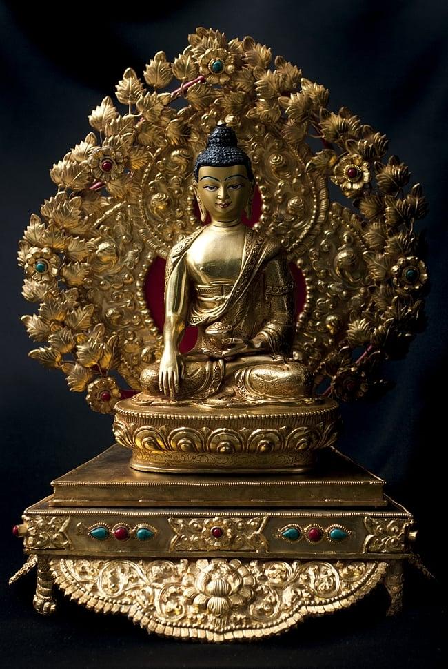 神像・仏像用台座  - 銅造鍍金仕上げ 18 - 阿しゅく如来(アクショービヤ) 銅造鍍金仕上げ - 20cm(TI-RSDL-1369)を設置してみました。