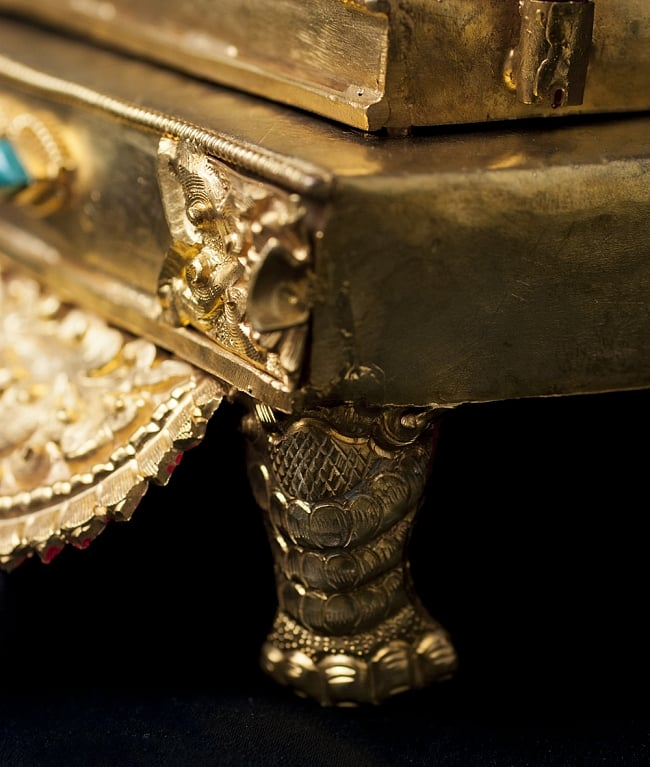 神像・仏像用台座  - 銅造鍍金仕上げ 9 - 四隅には足があり、台座を支えます。