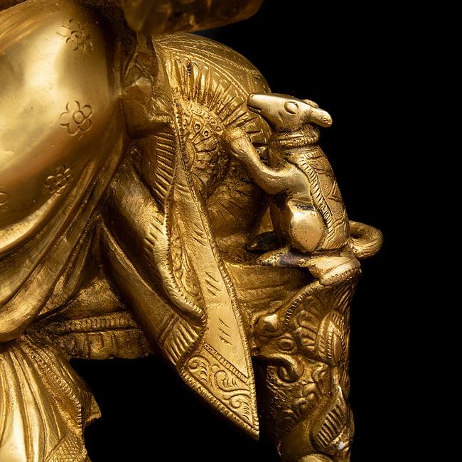 ブラス製 座りガネーシャ像[50cm] 12 - 膝周りにはガネーシャの乗り物であるねずみがいます。