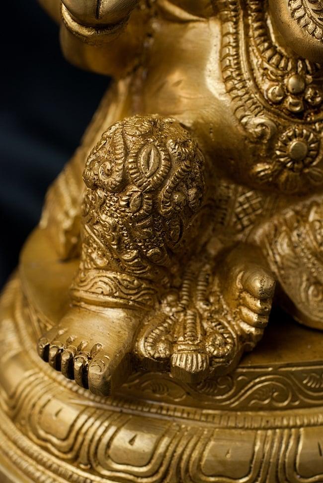 ブラス製 座りガネーシャ像[26cm] 7 - 膝から足元にかけての様子です。