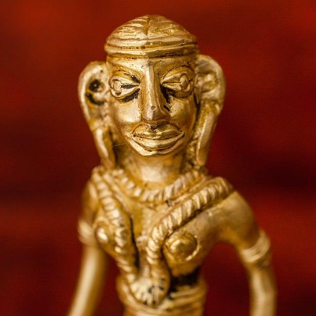 剣と盾を持つ女性のハンドベル - [高さ:約13cm] 2 - 顔の拡大写真です