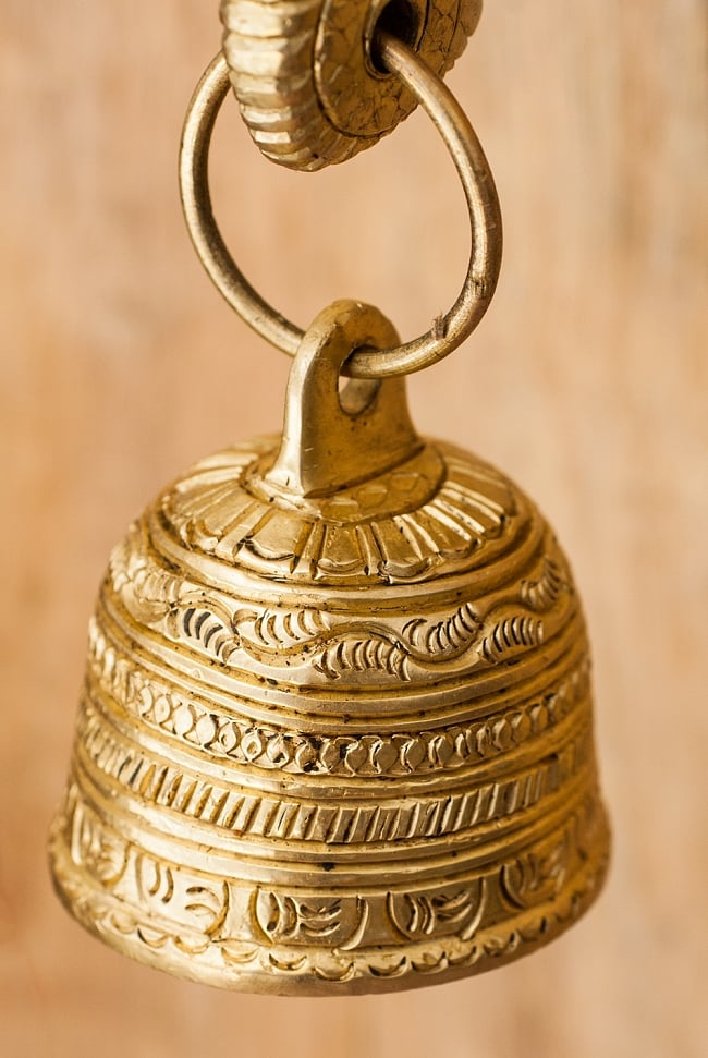 ブラス製 象のドアベル - [高さ:約25cm]の写真7 - ベルにも装飾が彫り込まれています。