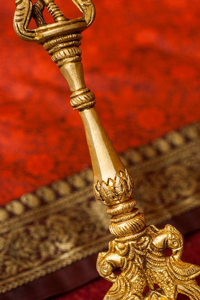 ブラス製 クリシュナスプーン - [高さ:約24.5cm] 6 - 細やかな装飾が美しいです。