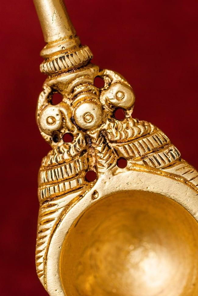ブラス製 孔雀のスプーン - [高さ:約17.5cm] 4 - スプーン部分にも孔雀がモチーフとして用いられています。
