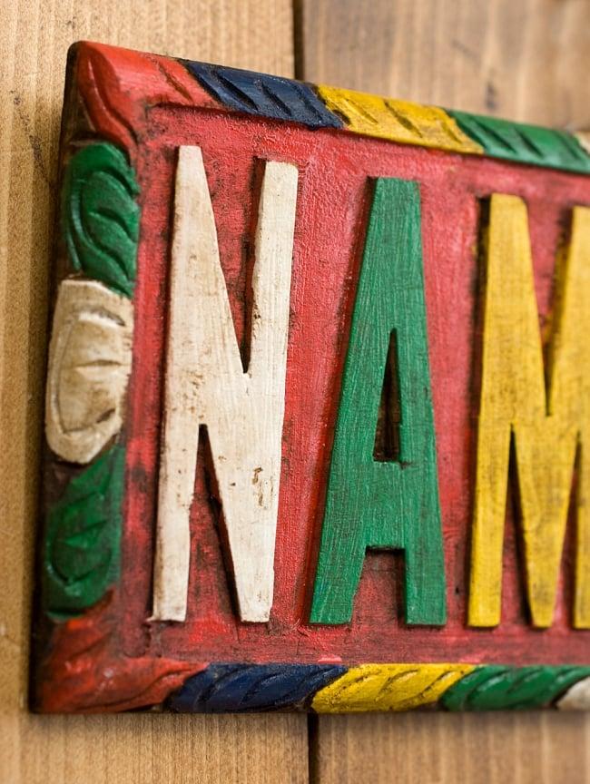 ネパールのアンティーク壁掛け【NAMASTE】 3 - 1つ1つ手作業で彫られています