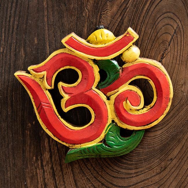 ネパールのアンティーク壁掛け【OM・赤】の写真