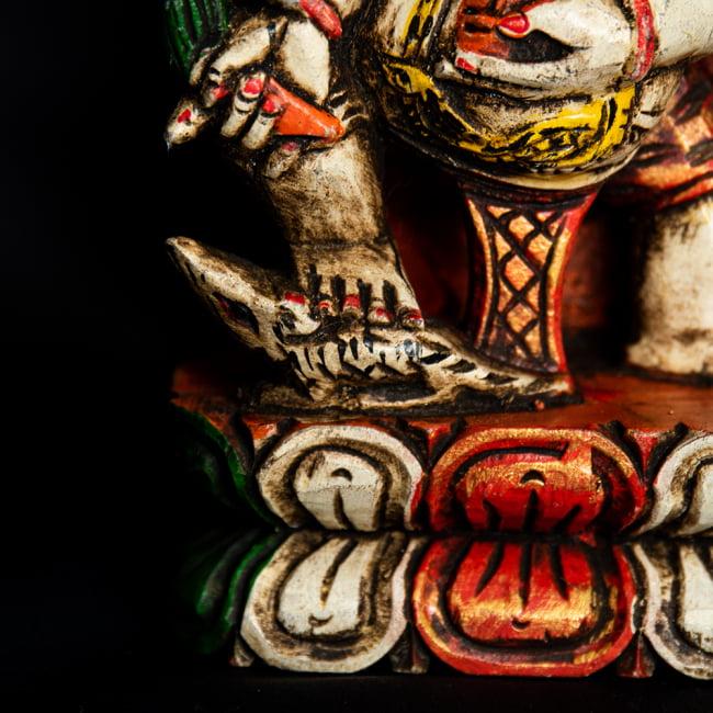 [一点もの]木彫りのホワイト・ガネーシャ - 18cm 6 - 足元にはガネーシャの乗り物であるねずみがいます。