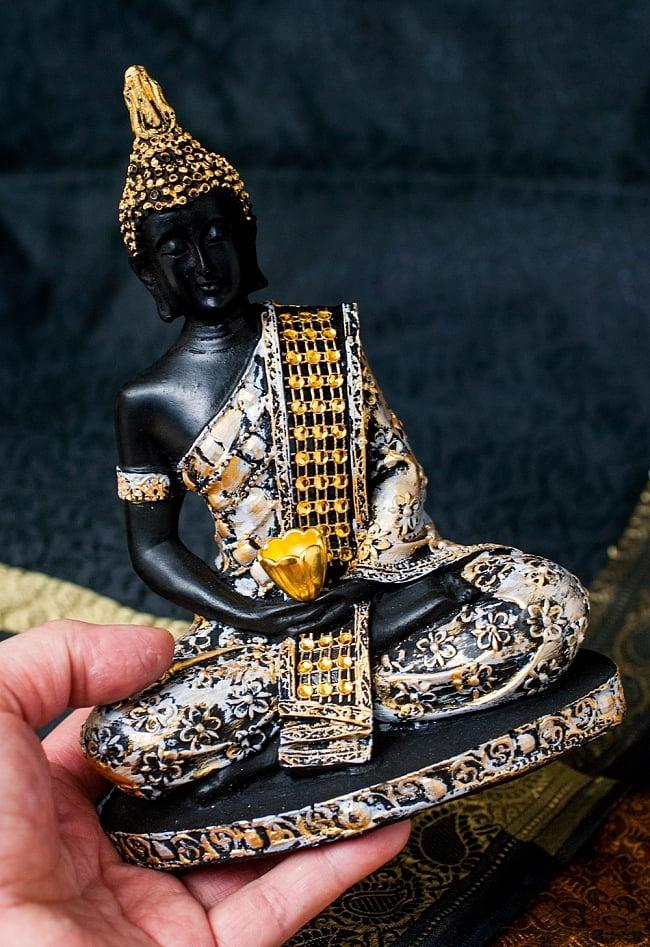 金装飾ブッダ[19cm] 8 - 手に取るとこれくらいの大きさです。