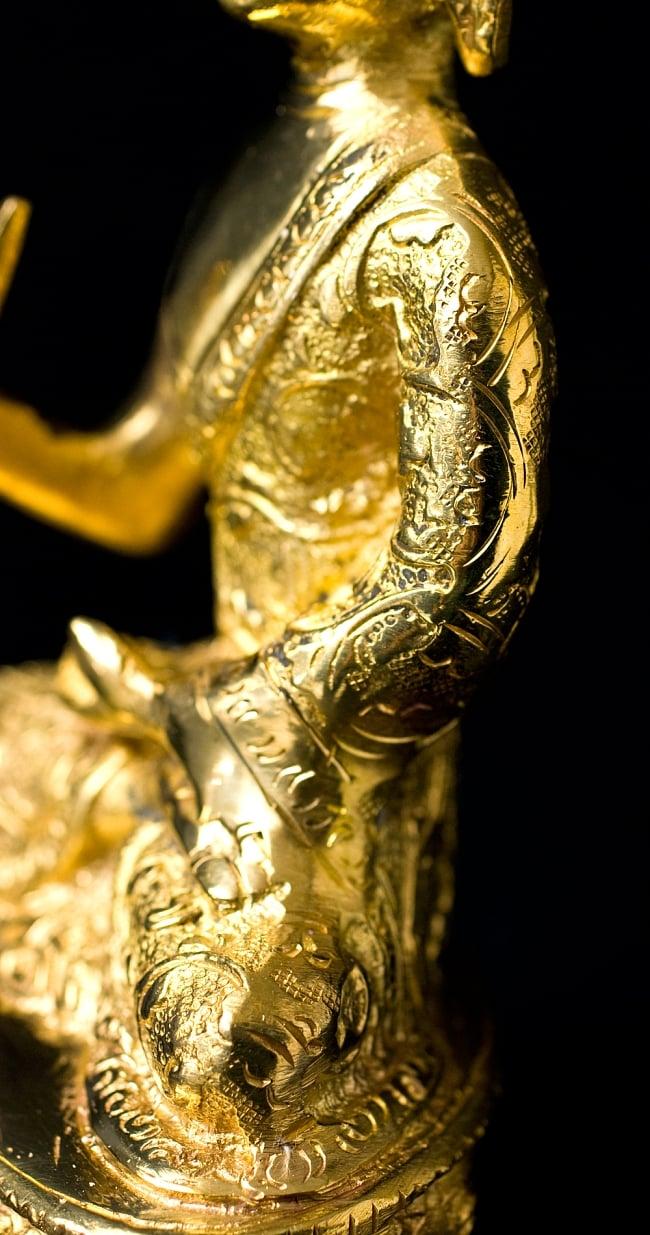 金色に輝くヒストリーブッダ像【高さ:約18cm】 5 - 金色に輝いていて、とても美しい仏陀像です。