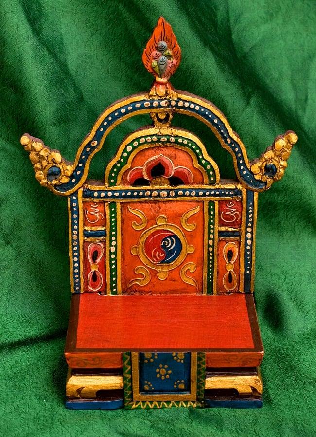 チベットの木彫りの神像・仏像用台座 高さ:24cm 3 - 正面の柄を撮してみました、