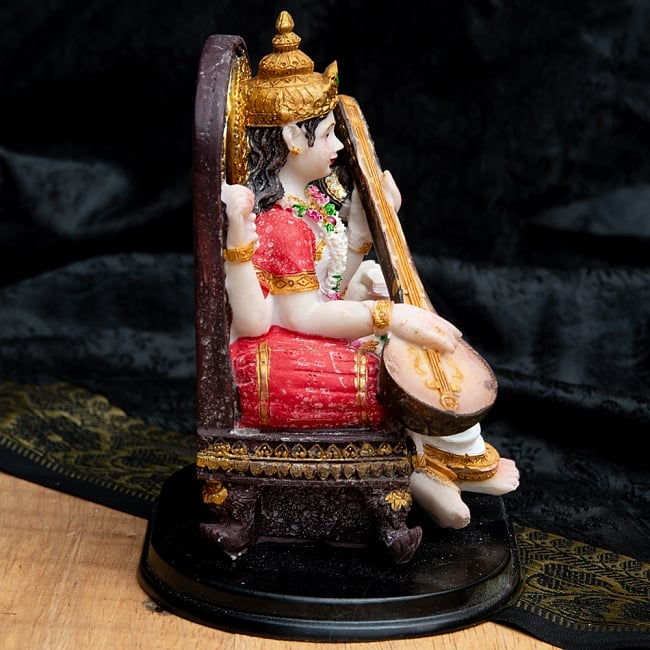 カラフルレジンの神様像 - 玉座に座るサラスヴァティ[12.5cm] 6 - 側面から撮影してみました。