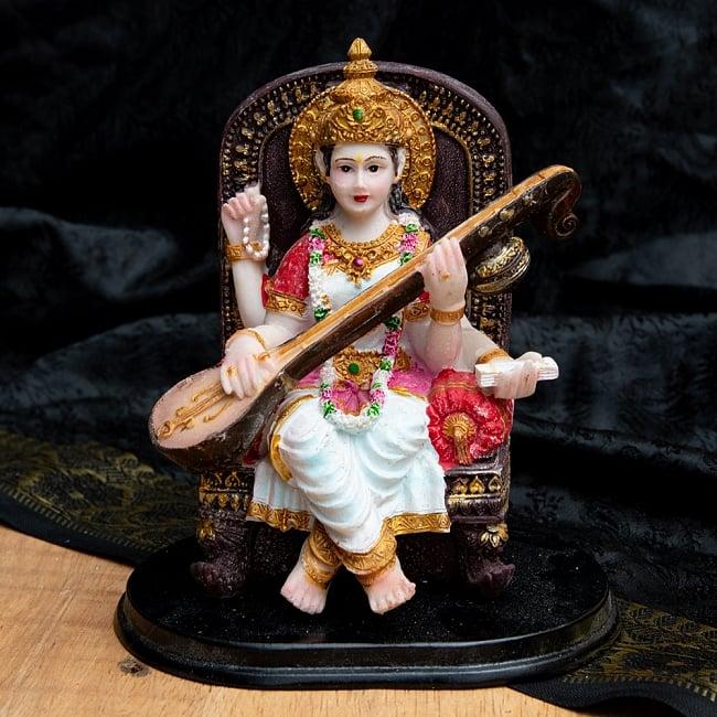 カラフルレジンの神様像 - 玉座に座るサラスヴァティ[12.5cm]の写真