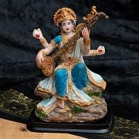 カラフルレジンの神様像 - 岩に腰掛けるサラスヴァティ[11.5cm]