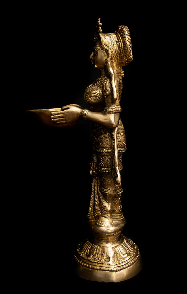 ブラス製 ディワリ・ラクシュミー像 (大型 高さ:約56.5cm) 10 - 真横から見てみました。