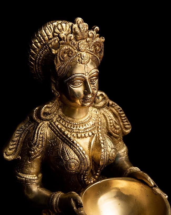 ブラス製 ディワリ・ラクシュミー像 (大型 高さ:約56.5cm) 4 - 豊かで優美な造形です。