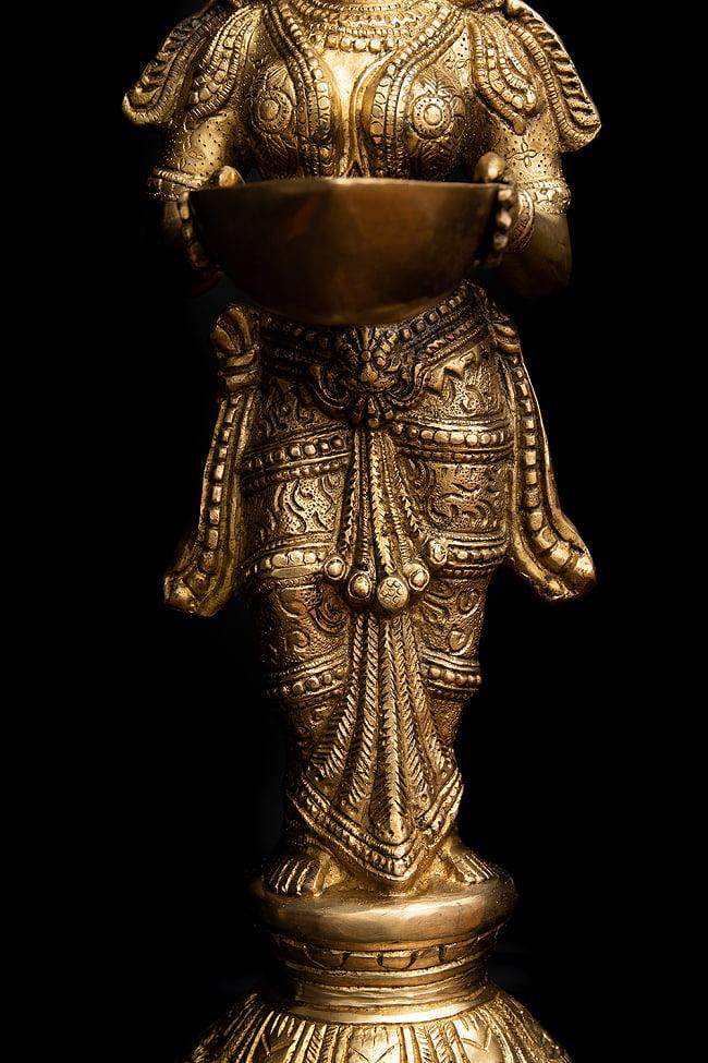 ブラス製 ディワリ・ラクシュミー像 (大型 高さ:約56.5cm) 6 - 細かなところまで作り込まれています。