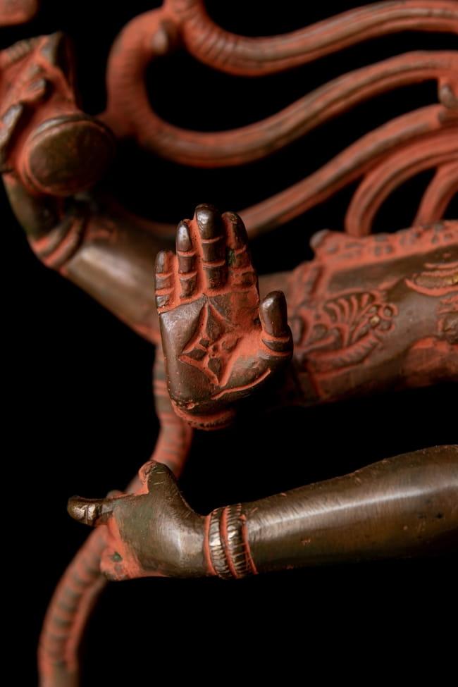 ブラス製 アンティーク調ナタラジ(ダンシング・シヴァ) 56cm 6 - 細かなところまで丁寧に作られています。