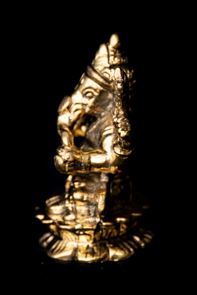 ブラス製 ガネーシャ像 - 7.5cm 6 - 台座部分を見てみました。