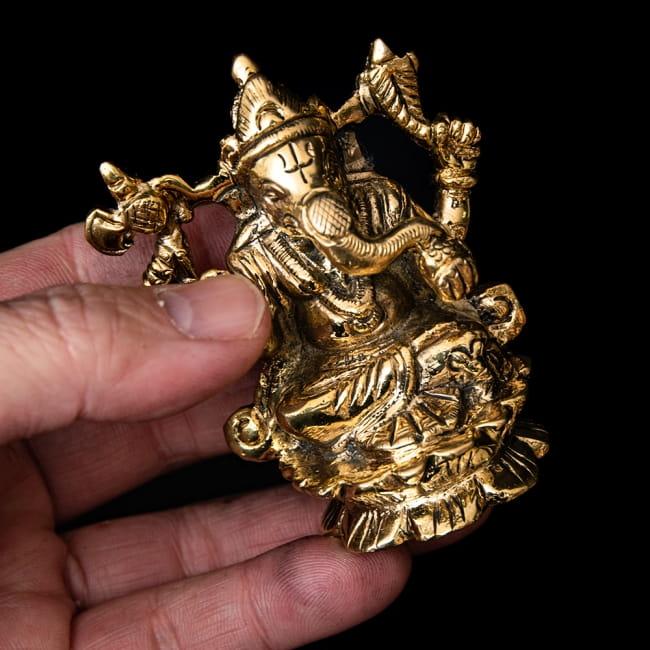 ブラス製 ガネーシャ像 - 7.5cm 8 - 小さいながらも存在感のある神像です。