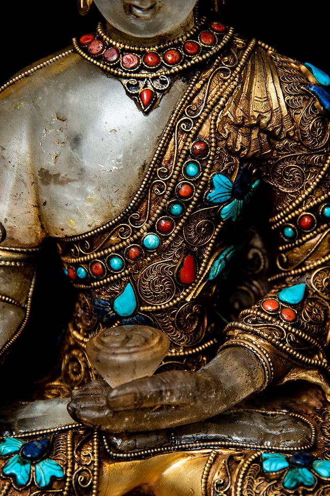水晶阿しゅく如来(アクショービヤ) 銅造鍍金水晶彫琢仕上げ - 22cm 13 - 柔らかな印象を受ける胸元です。