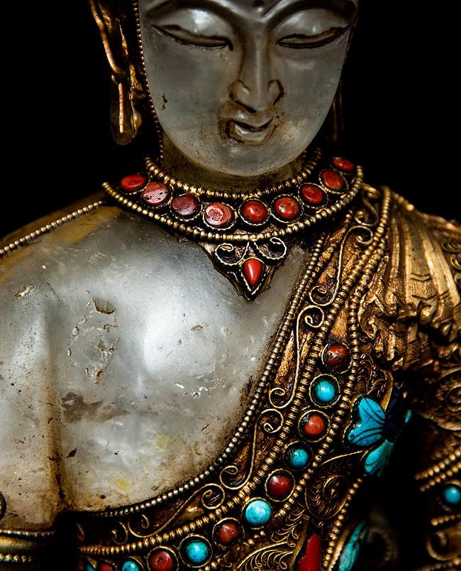 水晶阿しゅく如来(アクショービヤ) 銅造鍍金水晶彫琢仕上げ - 22cm 6 - 柔らかな印象を受ける胸元です。