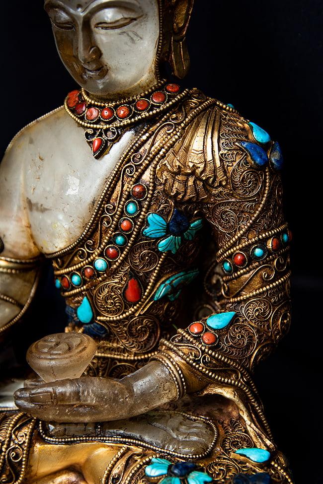 水晶阿しゅく如来(アクショービヤ) 銅造鍍金水晶彫琢仕上げ - 22cm 7 - 流れるような衣にも細かな装飾が施されています。