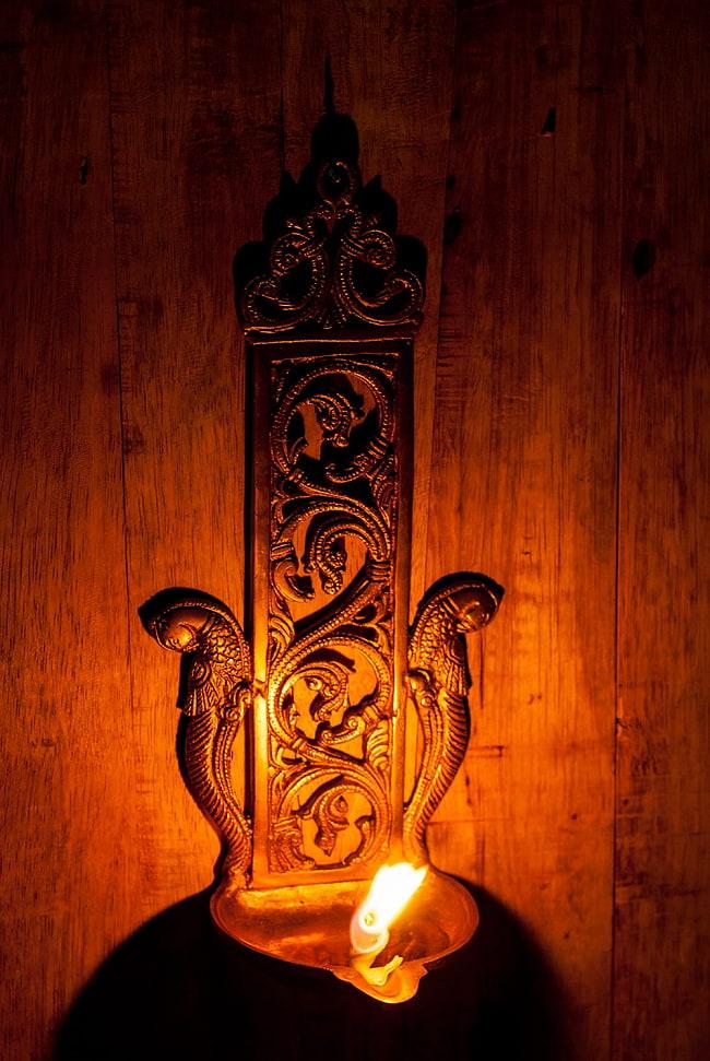 ブラス製 壁掛けオイルランプ/キャンドルホルダー ラクシュミ - [高さ:約26cm] 9 - 類似商品の使用例になります。